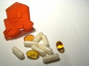 Apotheker fragen laut einer Studie zu selten nach anderen eingenommenen Medikamenten - Foto: pixelio.de